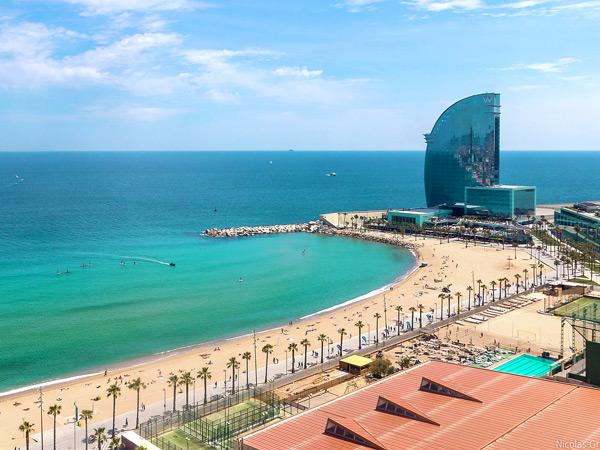 برشلونة بيتش Barceloneta Beach